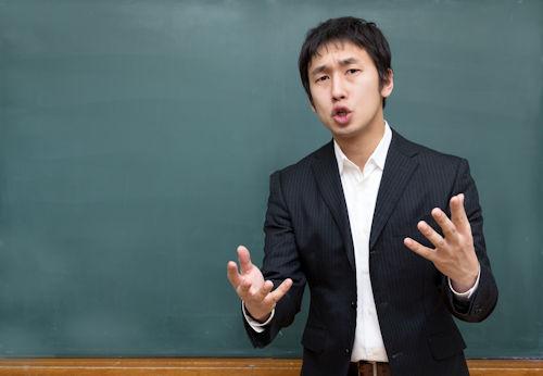 男性教師の解説01
