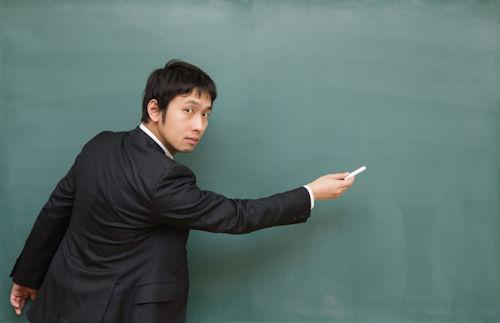 男性教師の解説02